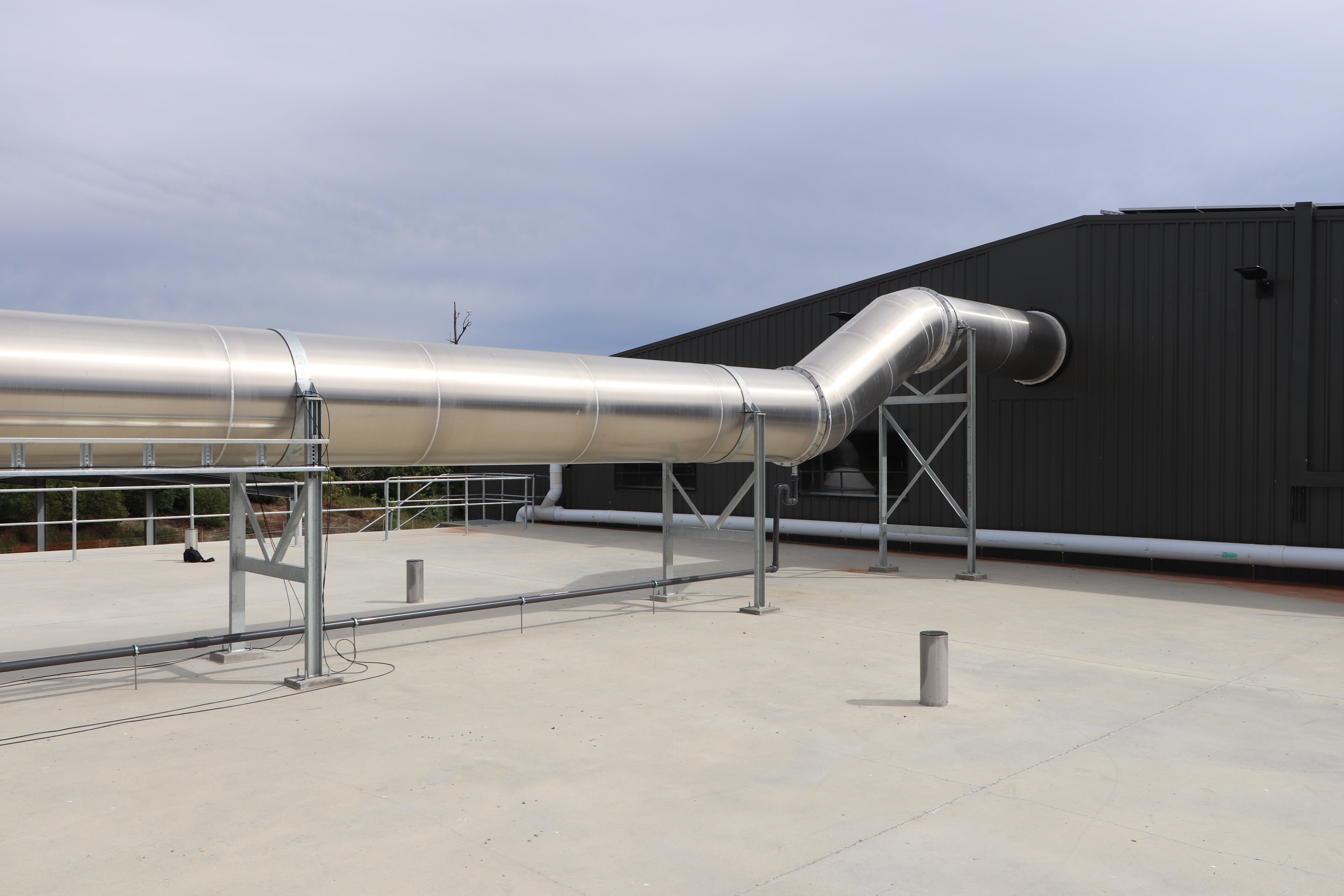 Major external ducting taking gasses from the humidifier to the biofilter .JPG