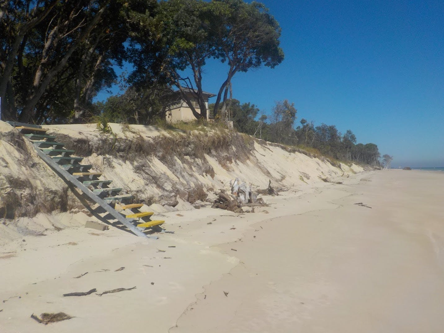 Beach Erosion at Cowan Cowan, Moreton Island
