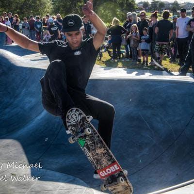 skateboard tricks in the bowl