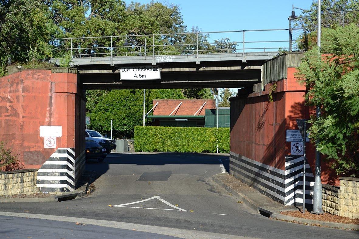 Ferguson Road Arrival gateway - Railway Overpass