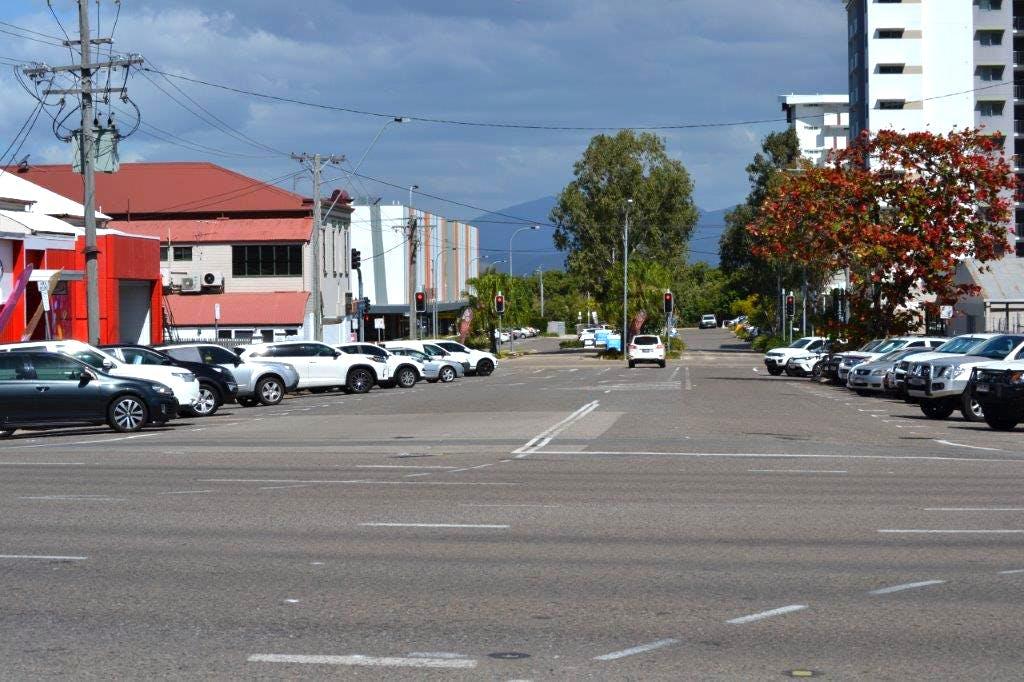 Fletcher St towards Flinders St west
