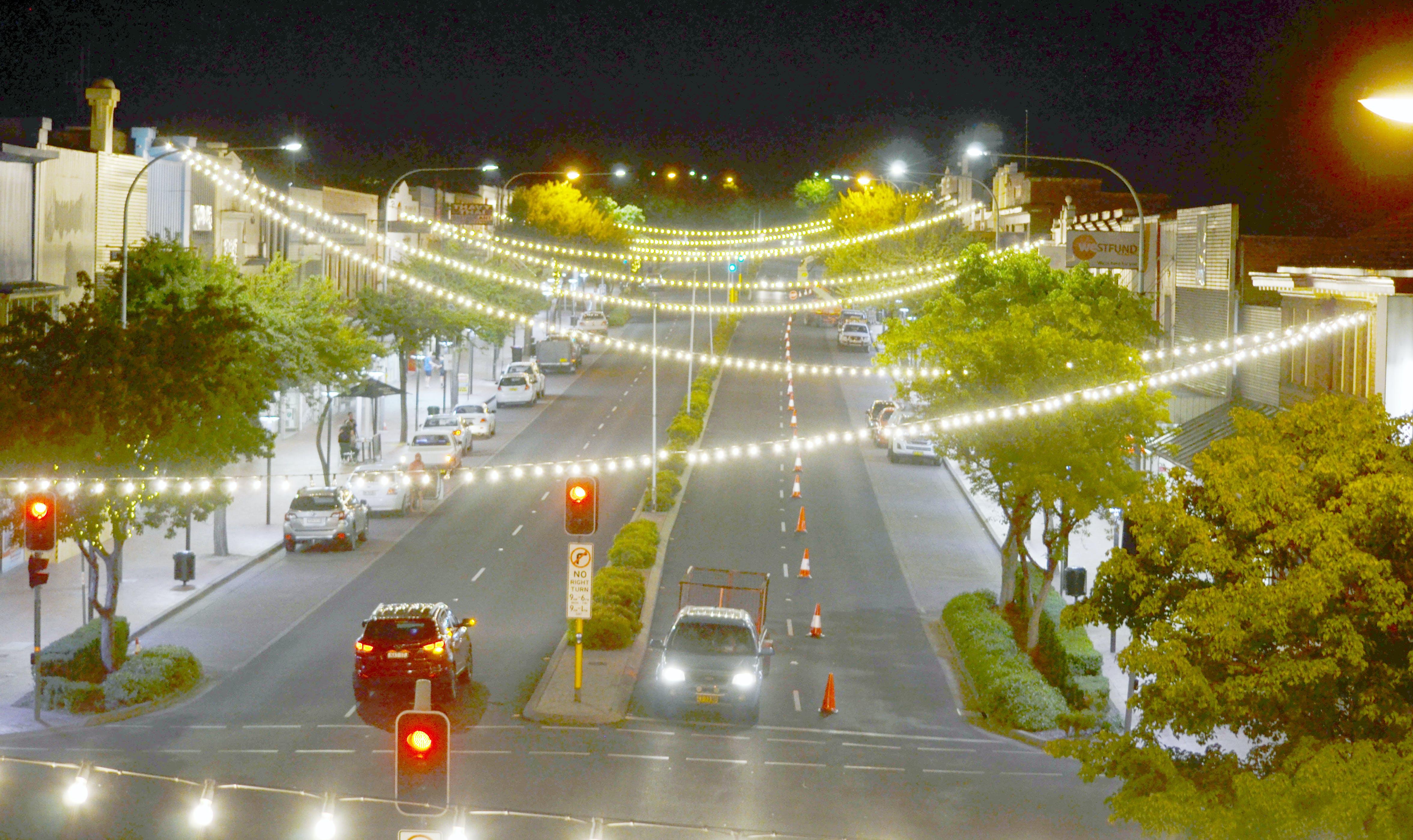 Festoon lights at night 063.jpg