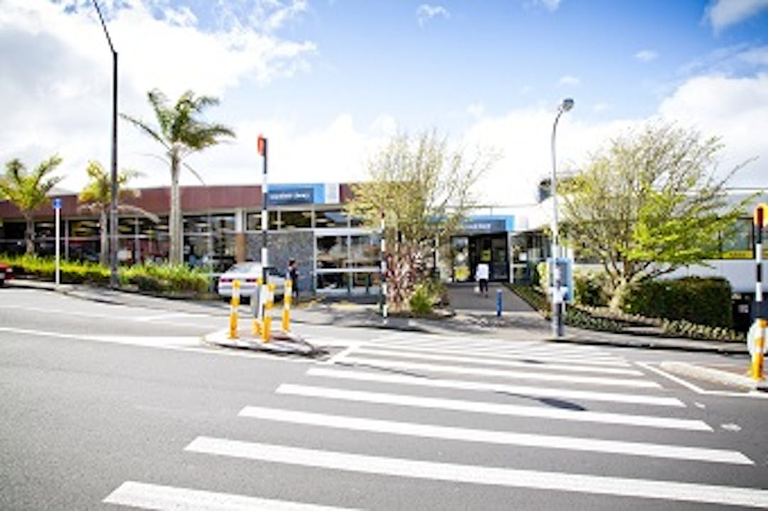 A pedestrian corssing leading to the Glenfield library