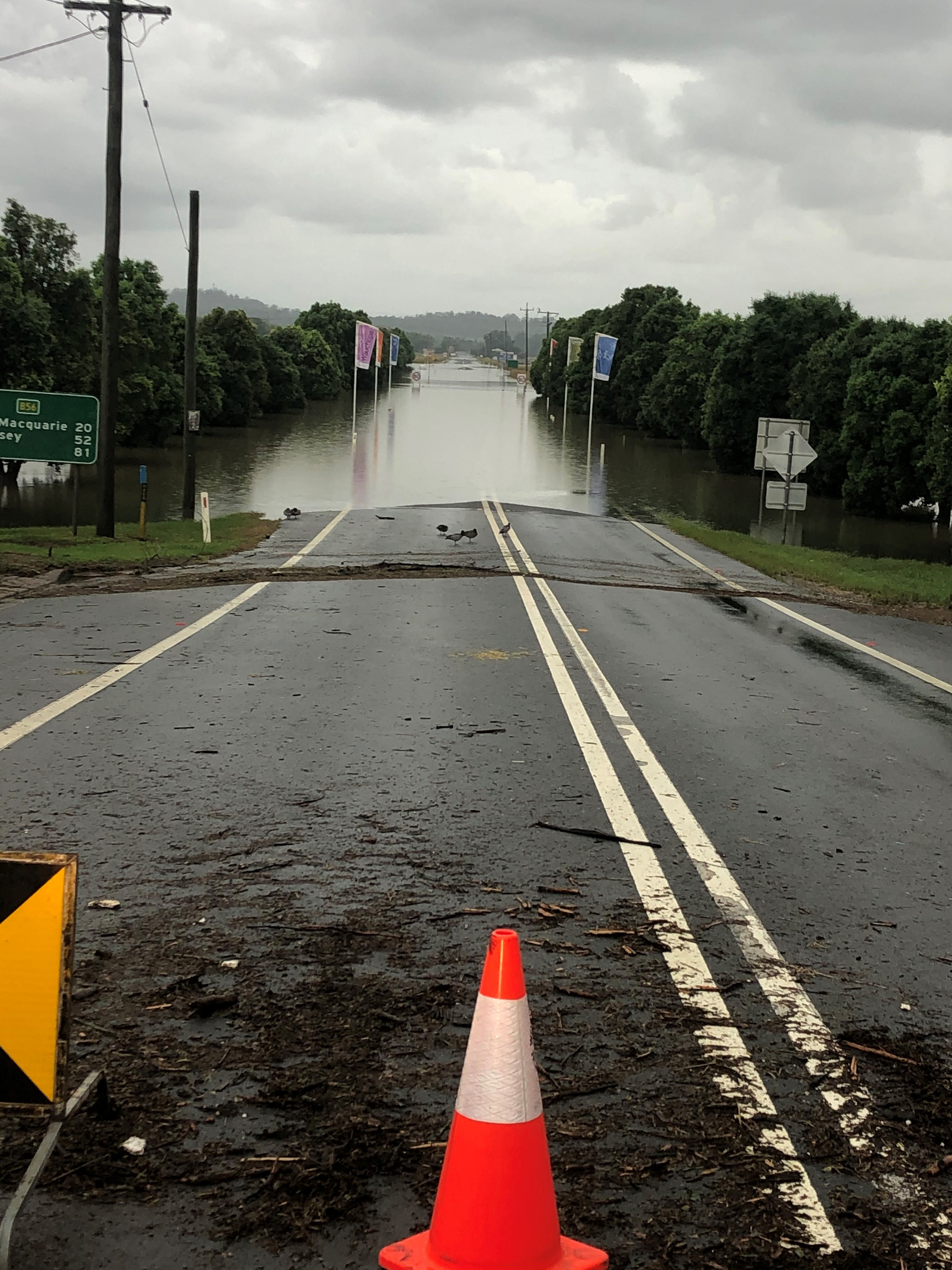 Oxley Hwy edge of Wauchope town looking east - 8am 22 March.