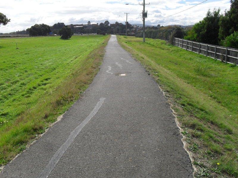 Mowbray Levee Shared Bike/Pedestrian Way