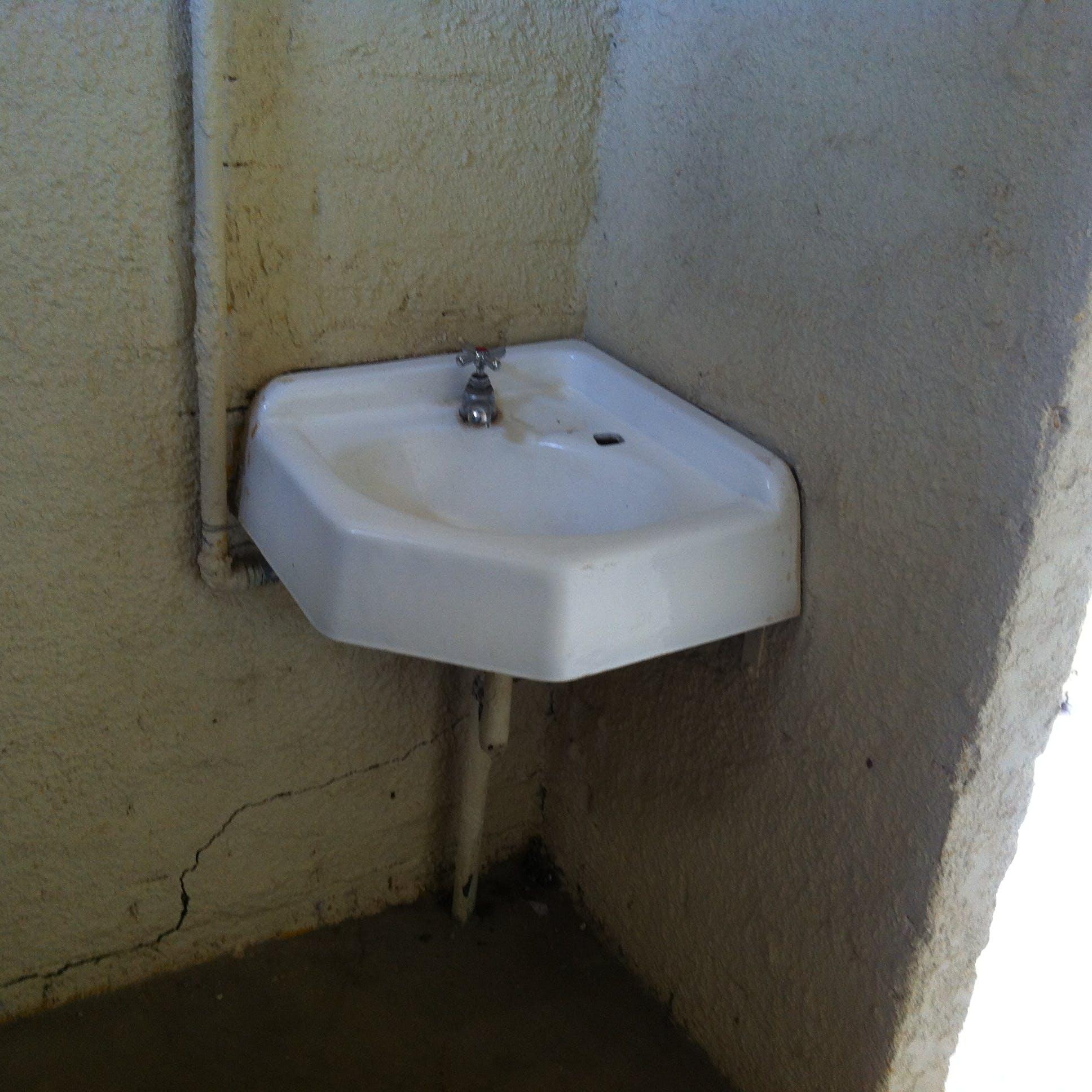 Ladies Toilet 3 Poor