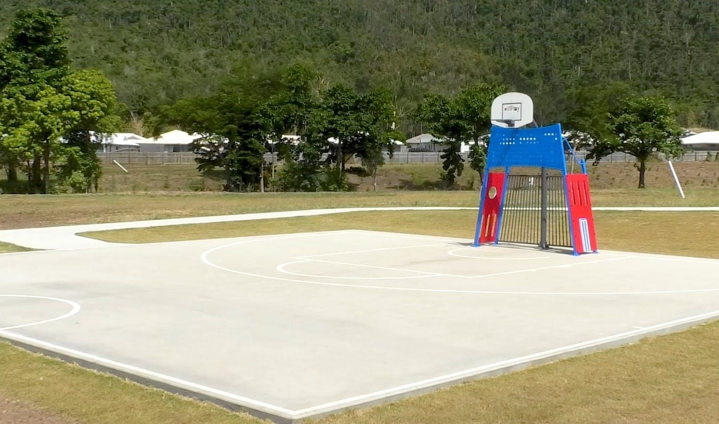 Cannonvale Lakes half basketball court.JPG