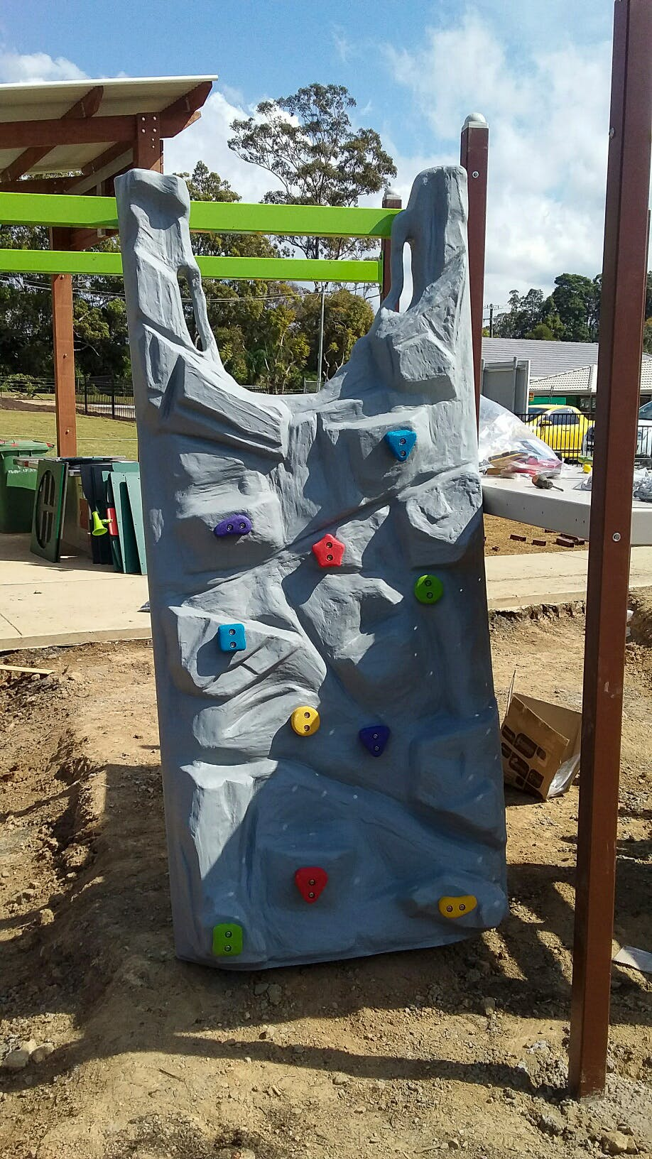 Climbing wall for kiddie cliffhangers