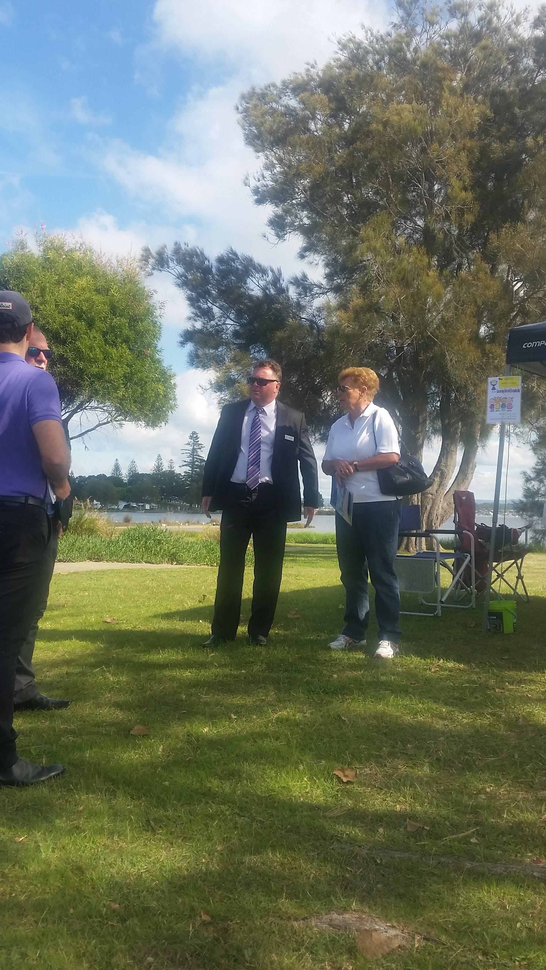 Clr Gilbert chats at Lake Mac Chats