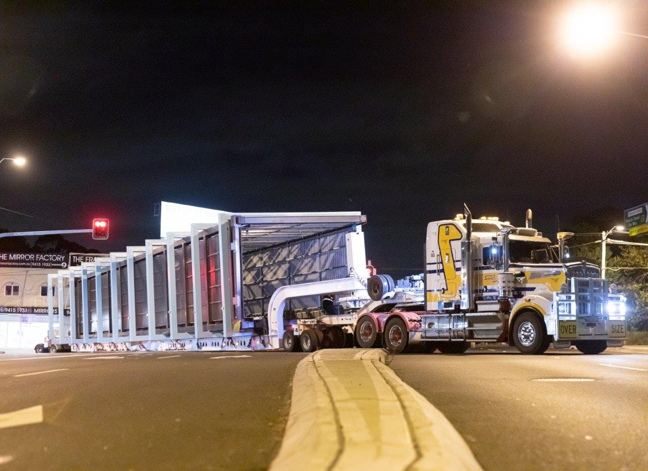 Delivery of the pedestrian bridge from Tomago