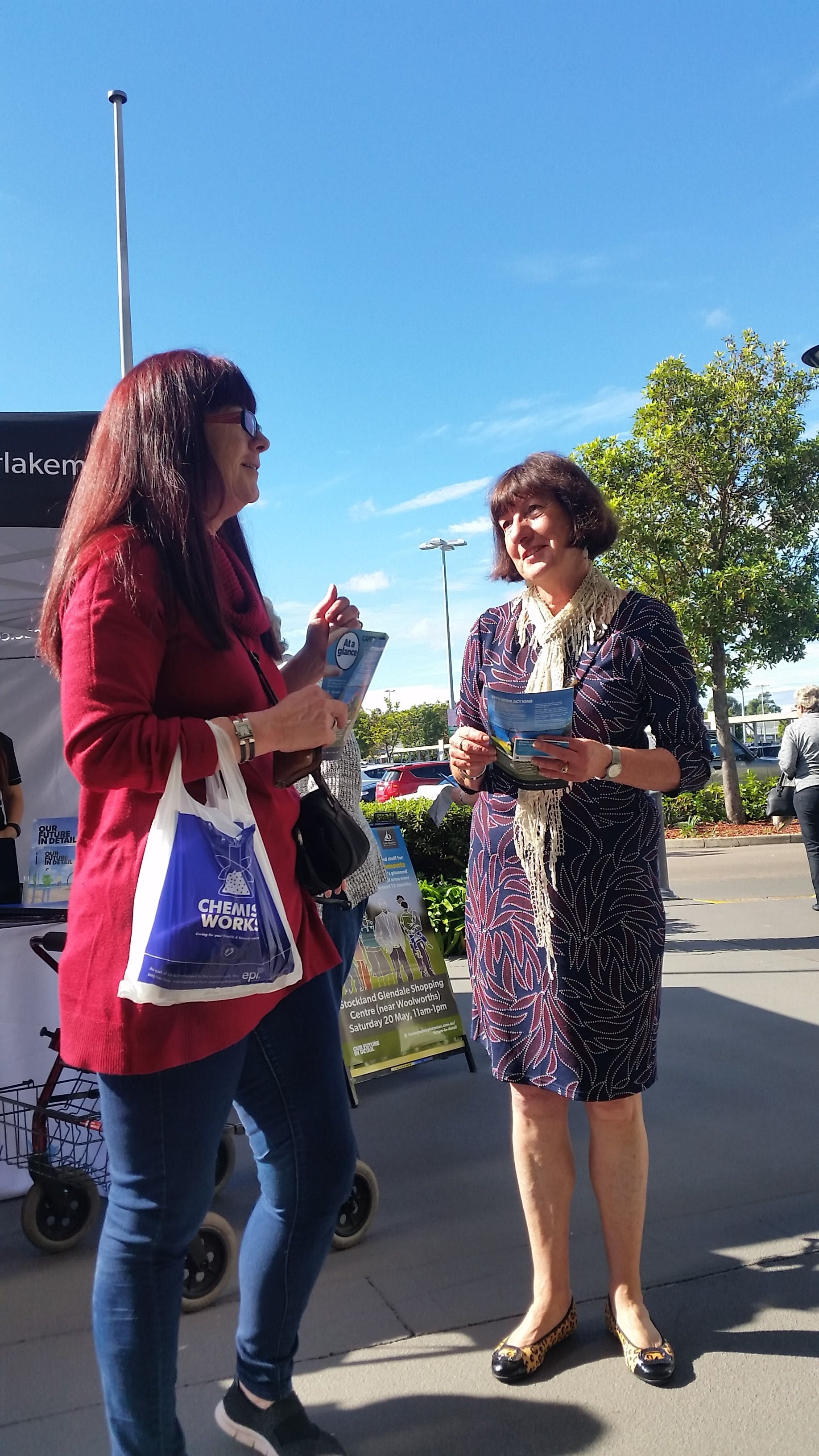 Lake Macquarie Mayor, Clr Kay Fraser speaking with a local resident