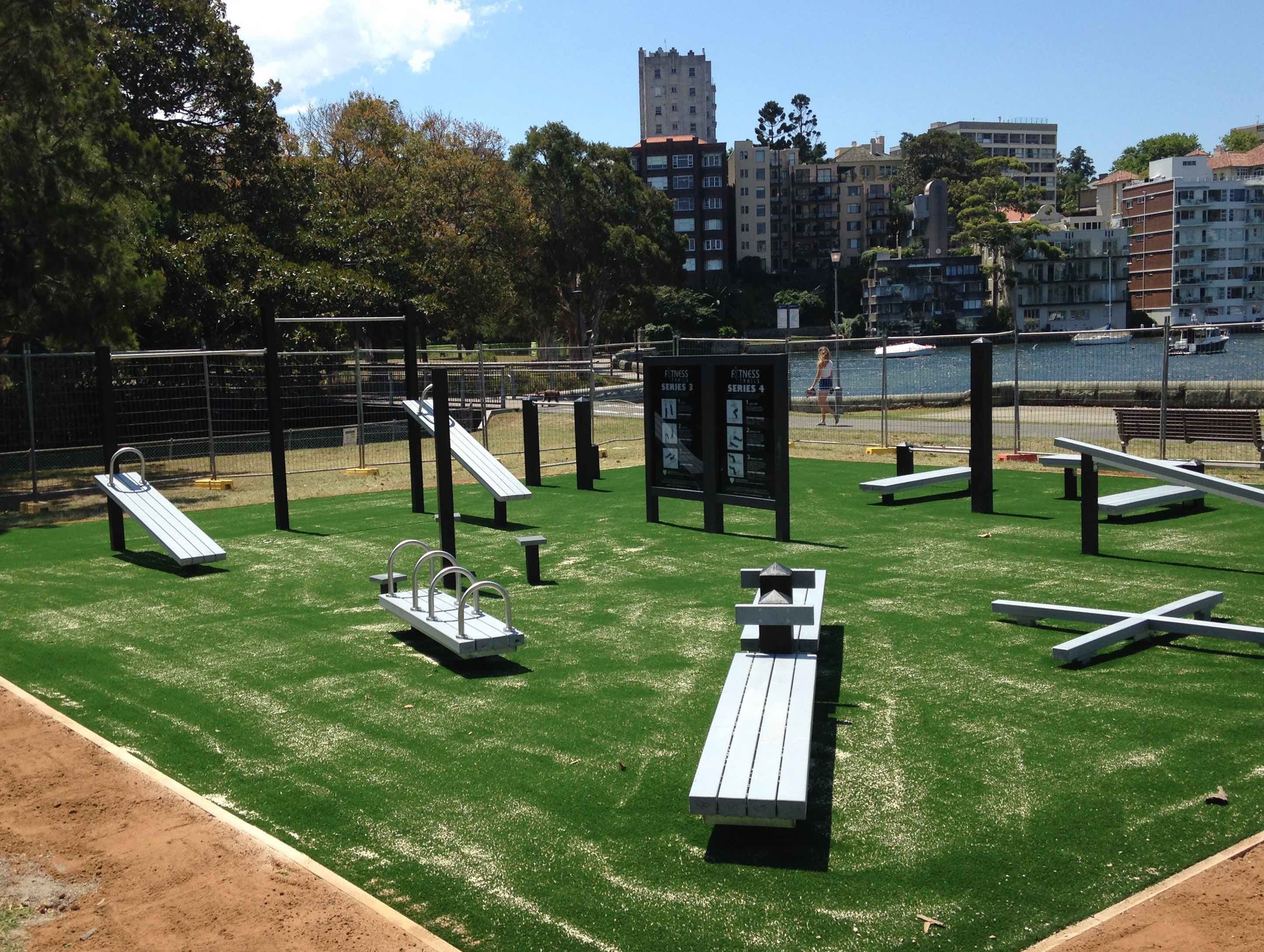 Rushcutters Bay Park: outdoor fitness station