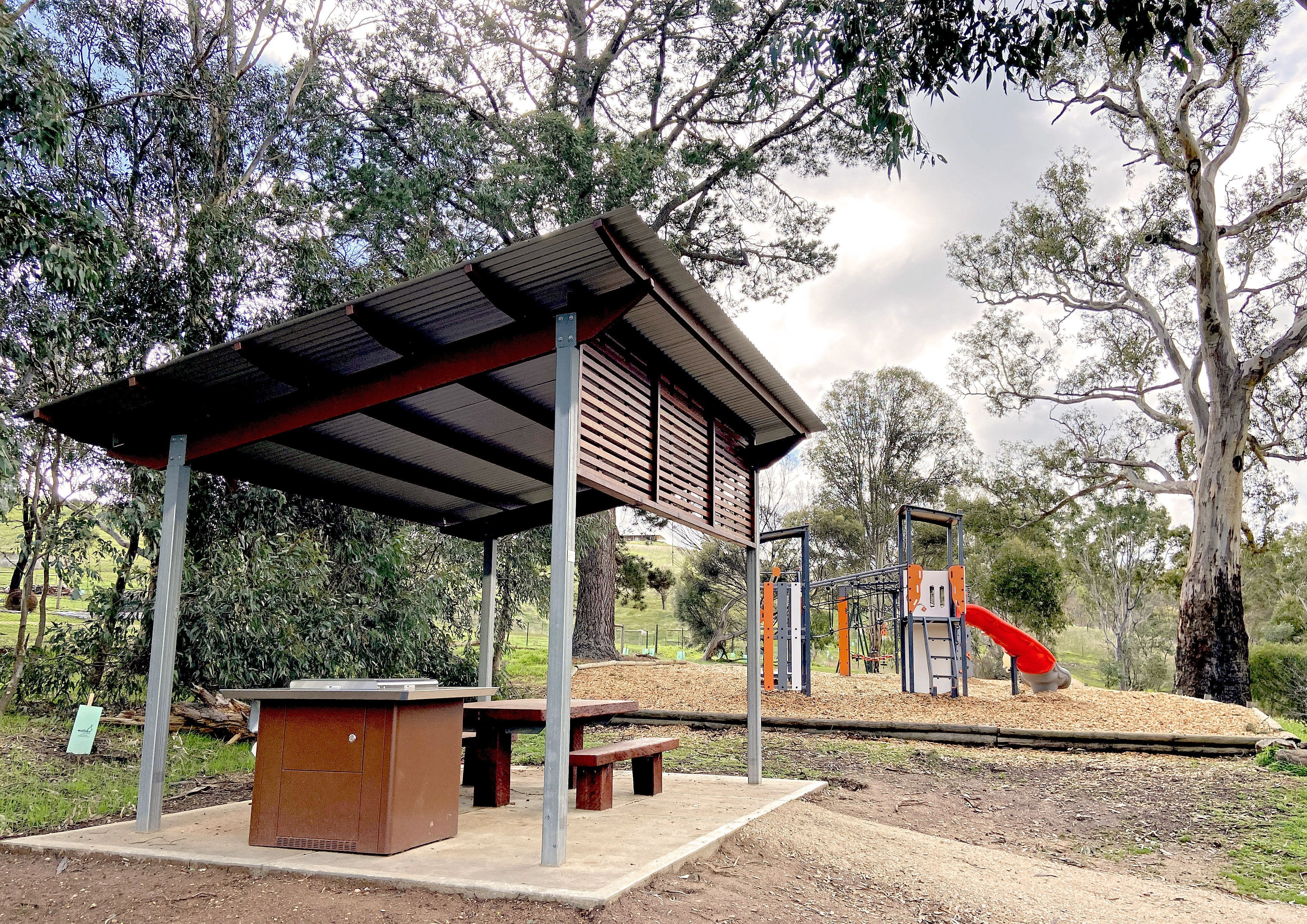 Harrogate Reserve - barbecue, shelter and playground