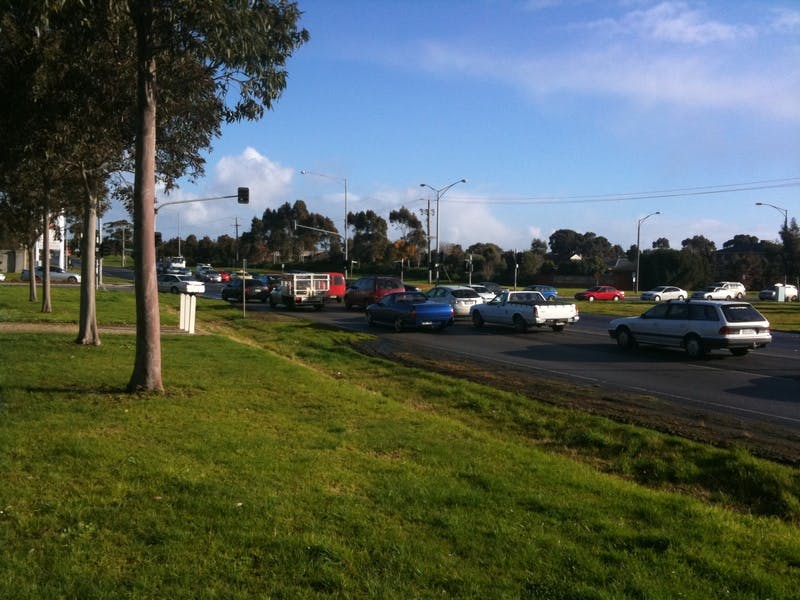 Traffic builds at the intersection of Narre Warren-Cranbourne Road and Ormond Road