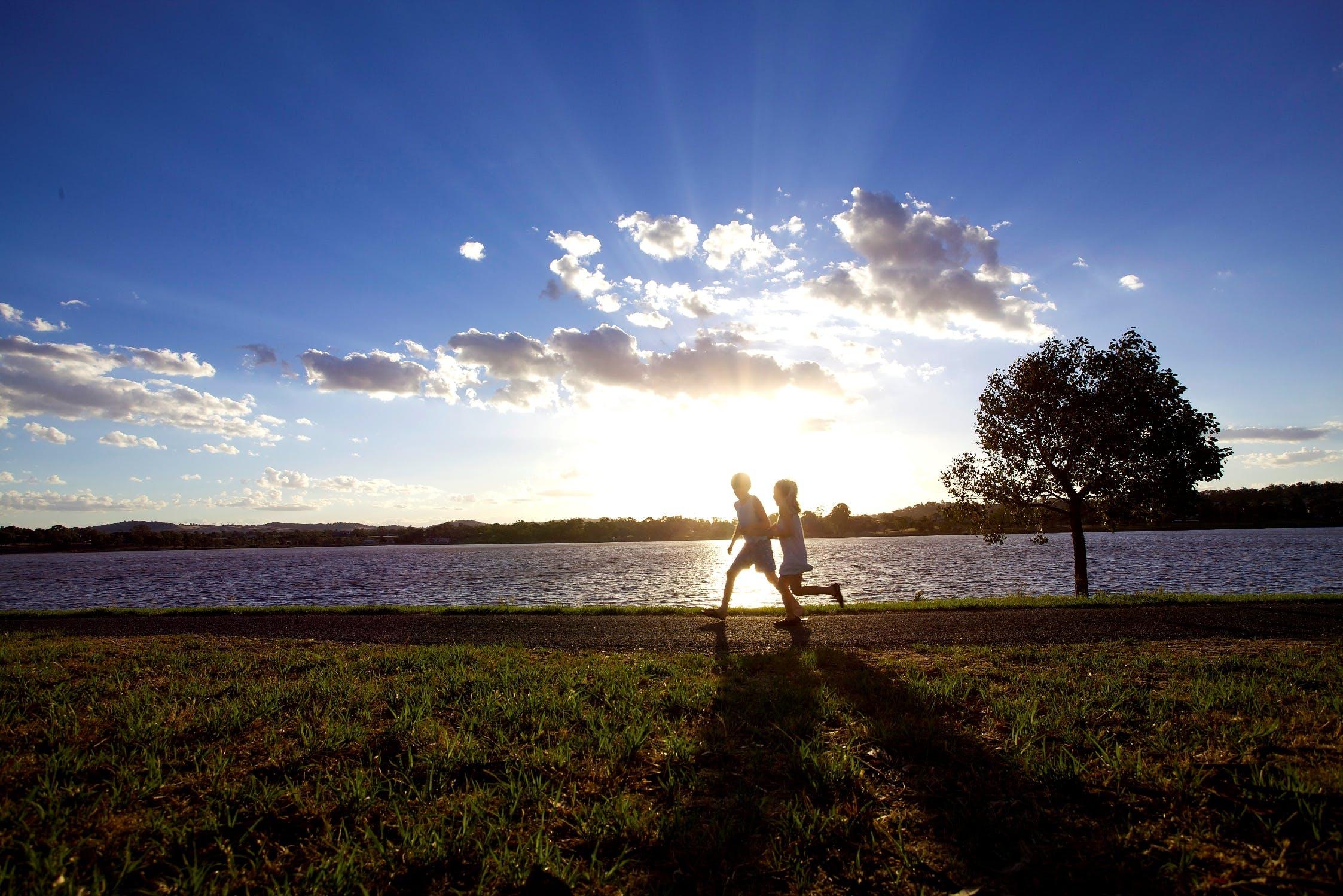Lake albert kids sunset med