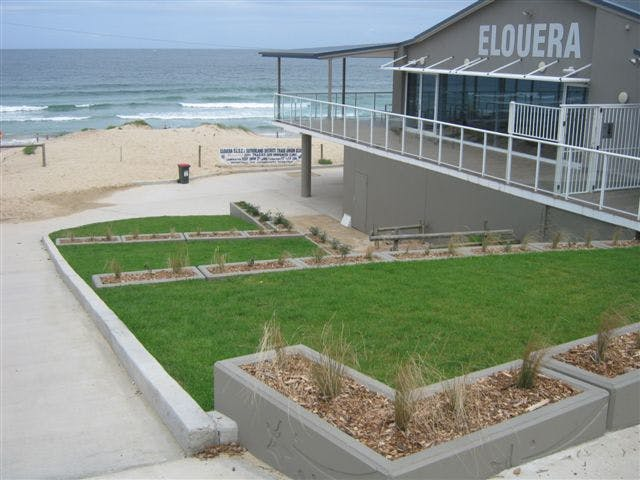 2011 01 10 Elouera Surf Club Landscaping 002