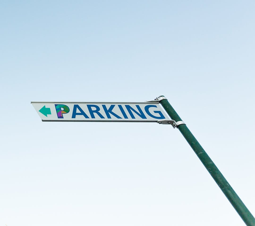 Parking sign for hyss