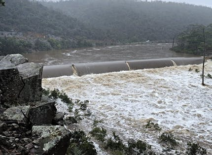 The Lower Prosser Dam in flood