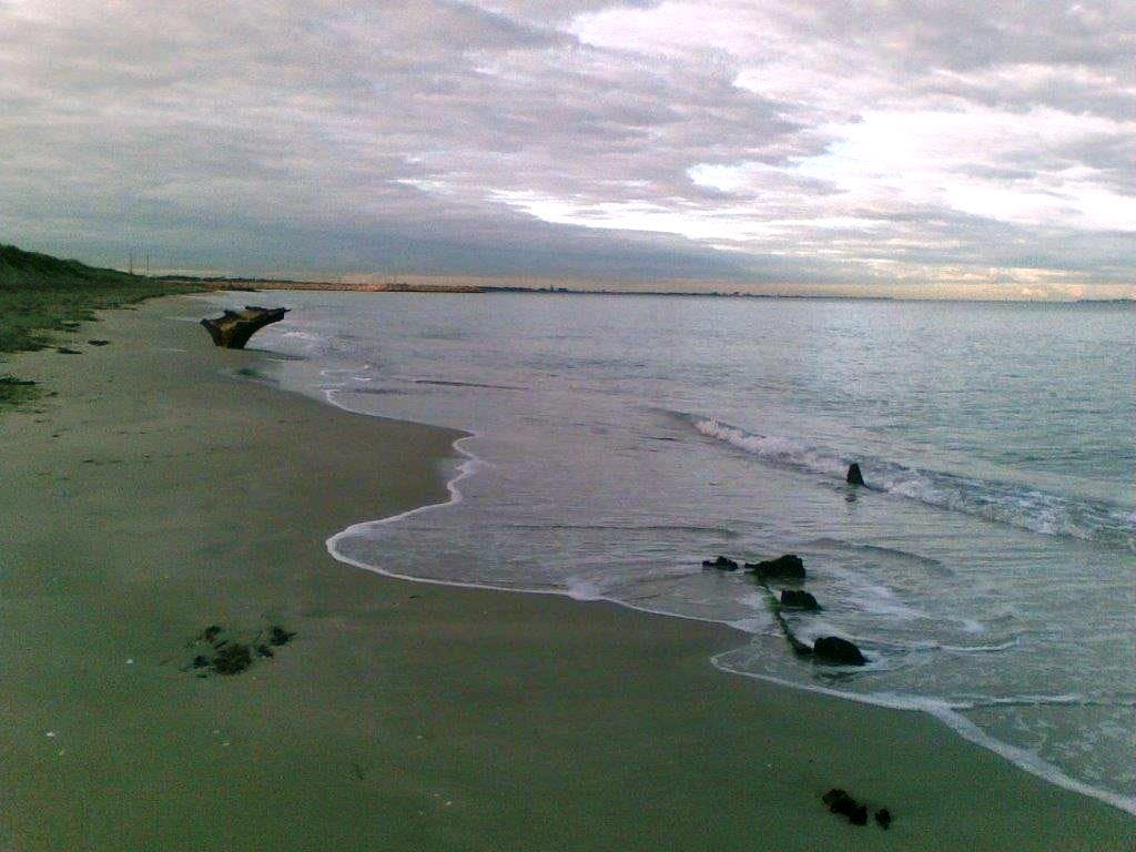 Photo taken in 2008 when the wreck was mostly submerged. Photo by G Nash