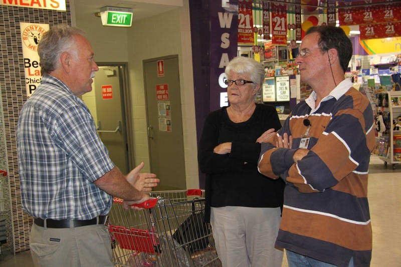 Kiel Vale residents Philip (left) and Katherine O'Neill talk to Mayor of Tweed, Councillor Kevin Skinner, at the Murwillumbah community information stall.