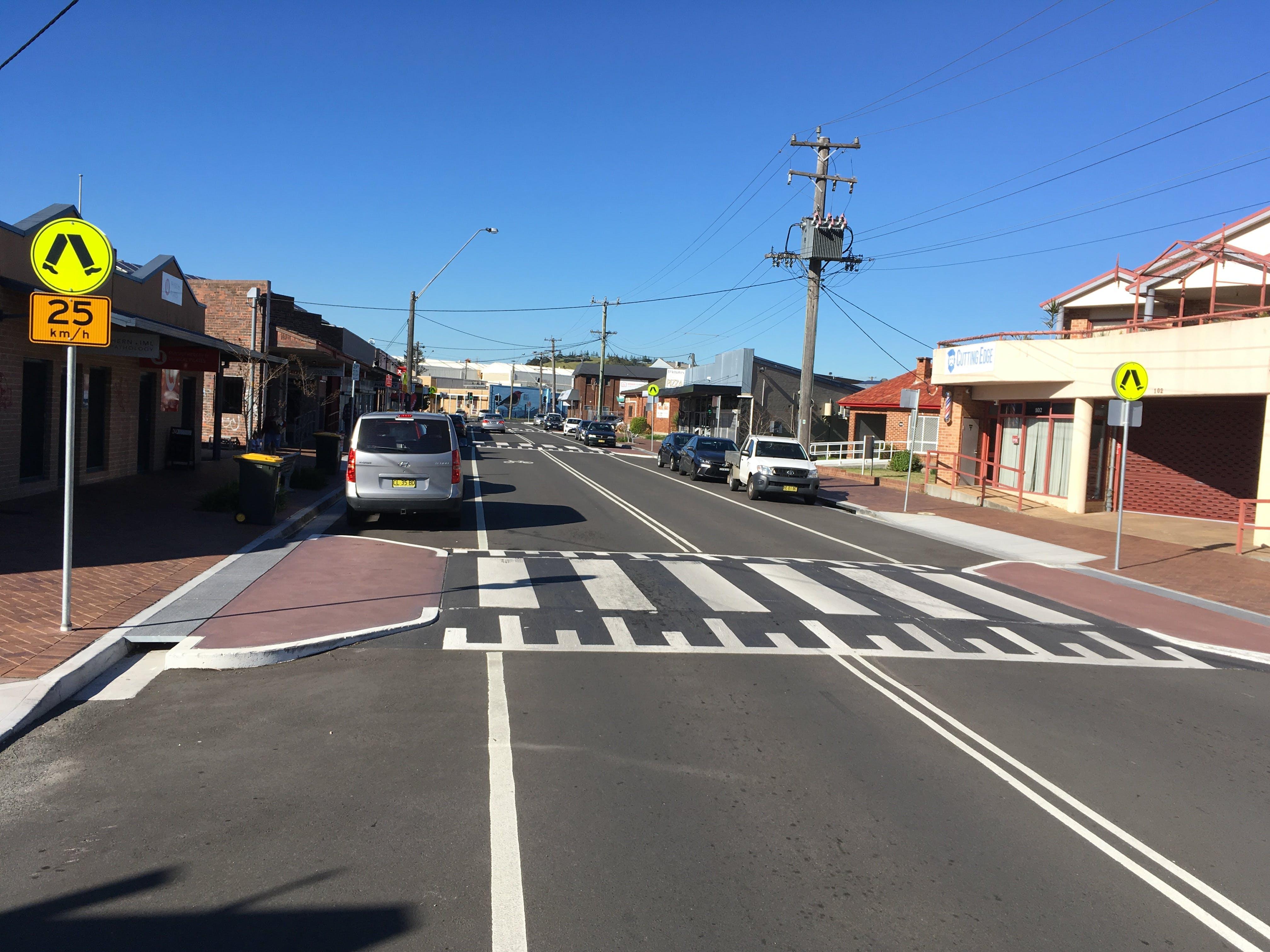 central road unanderra pedestrian crossings