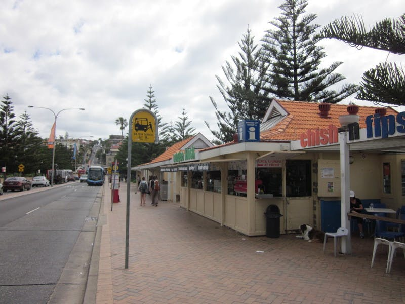 Kiosk and bus shelter