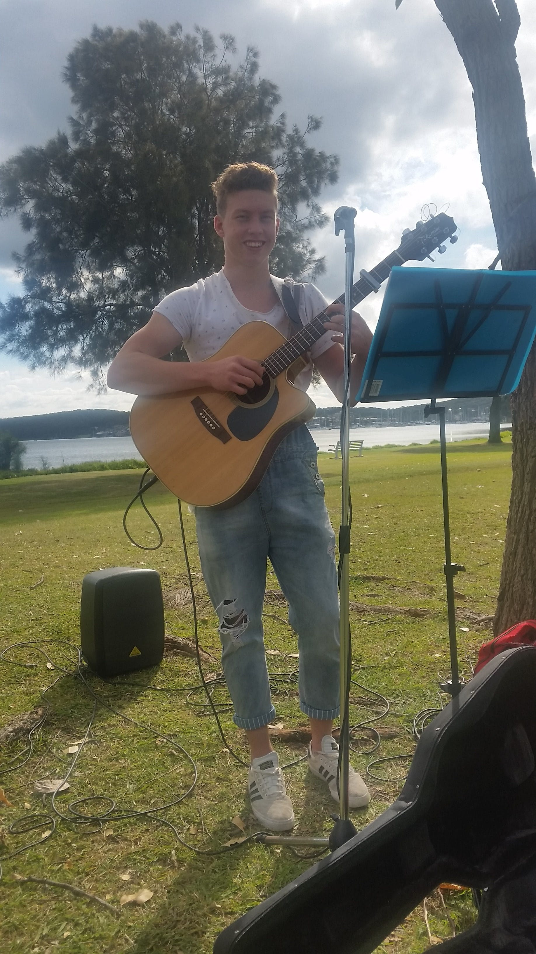 Local musician at Belmont South Foreshore Lake Mac Chats