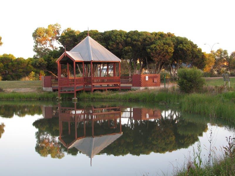 Murray Smith Park Lake at Sunrise - Alexandrina Council Staff Photo