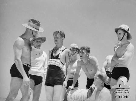 1940 Gaza. Australians teach lifesaving to English soldiers